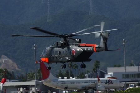 南極観測船『しらせ』搭載の海上自衛隊ヘリコプター かなりでかいです(^ ^)