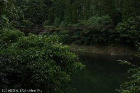 那賀川に架かる狭い吊り橋