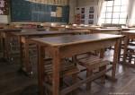 木の机、椅子