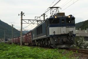 木野山駅を発車したEF64