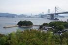 鍋島灯台全景遠くには讃岐富士