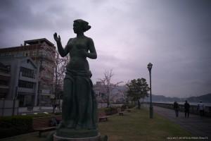 尾道駅前の海岸