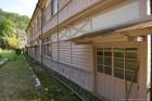 校舎裏 最近では見かけない木製梯子